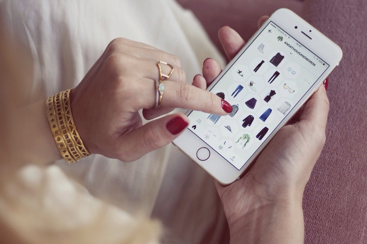 KNOMI app Online store Fashion blogger