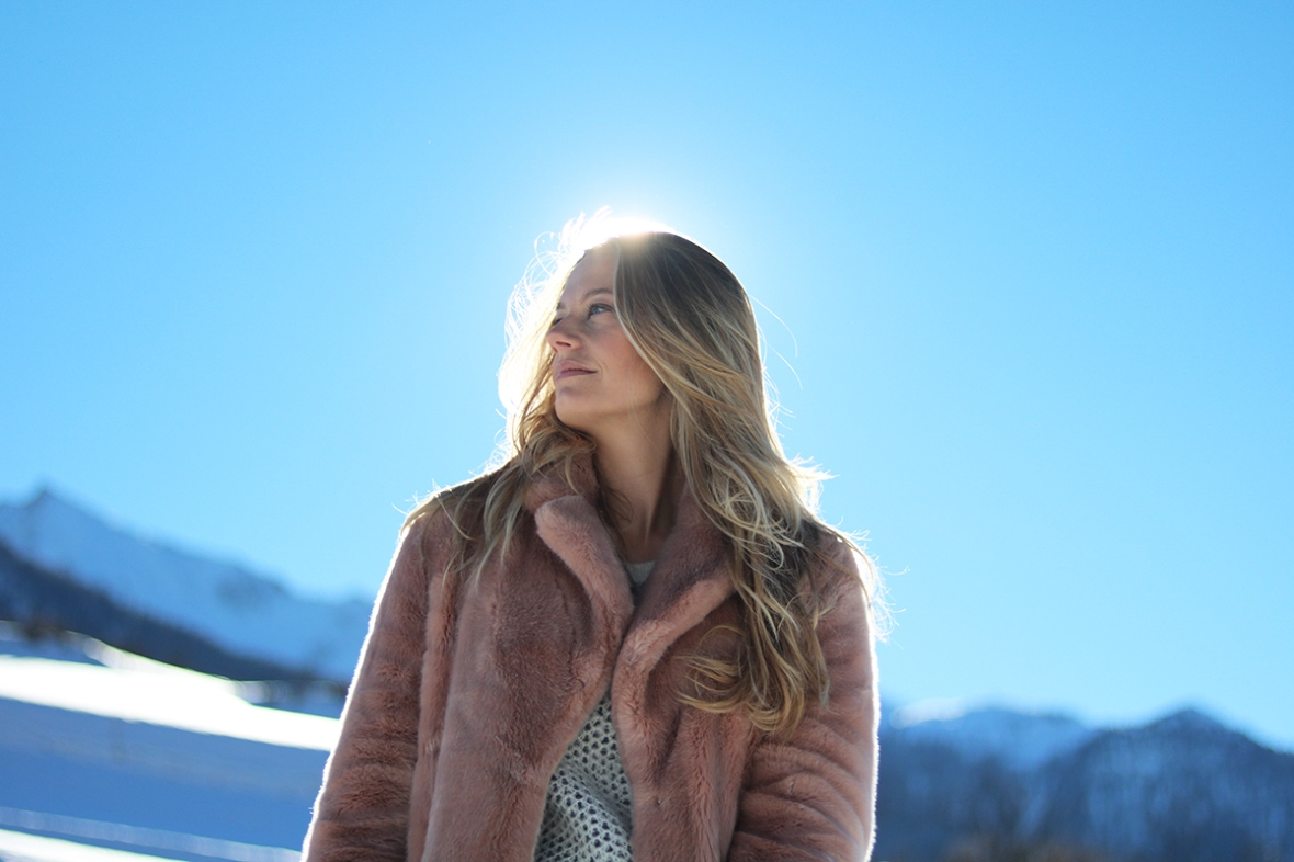 Dressing in the snow Moonboot sequin reins faux fur blogger