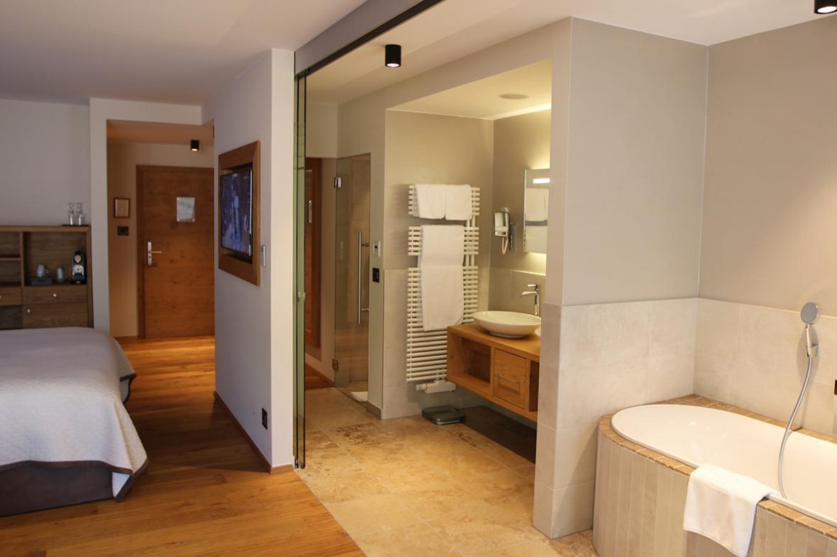 Blogger Hotel review Das Central Austria Flowers24