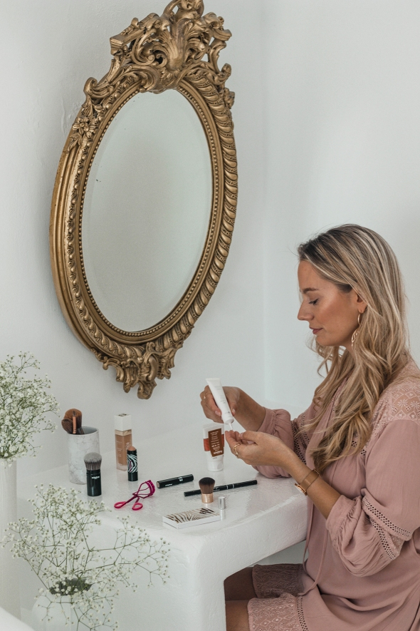 Sisley makeup Blogger review And a thousand words