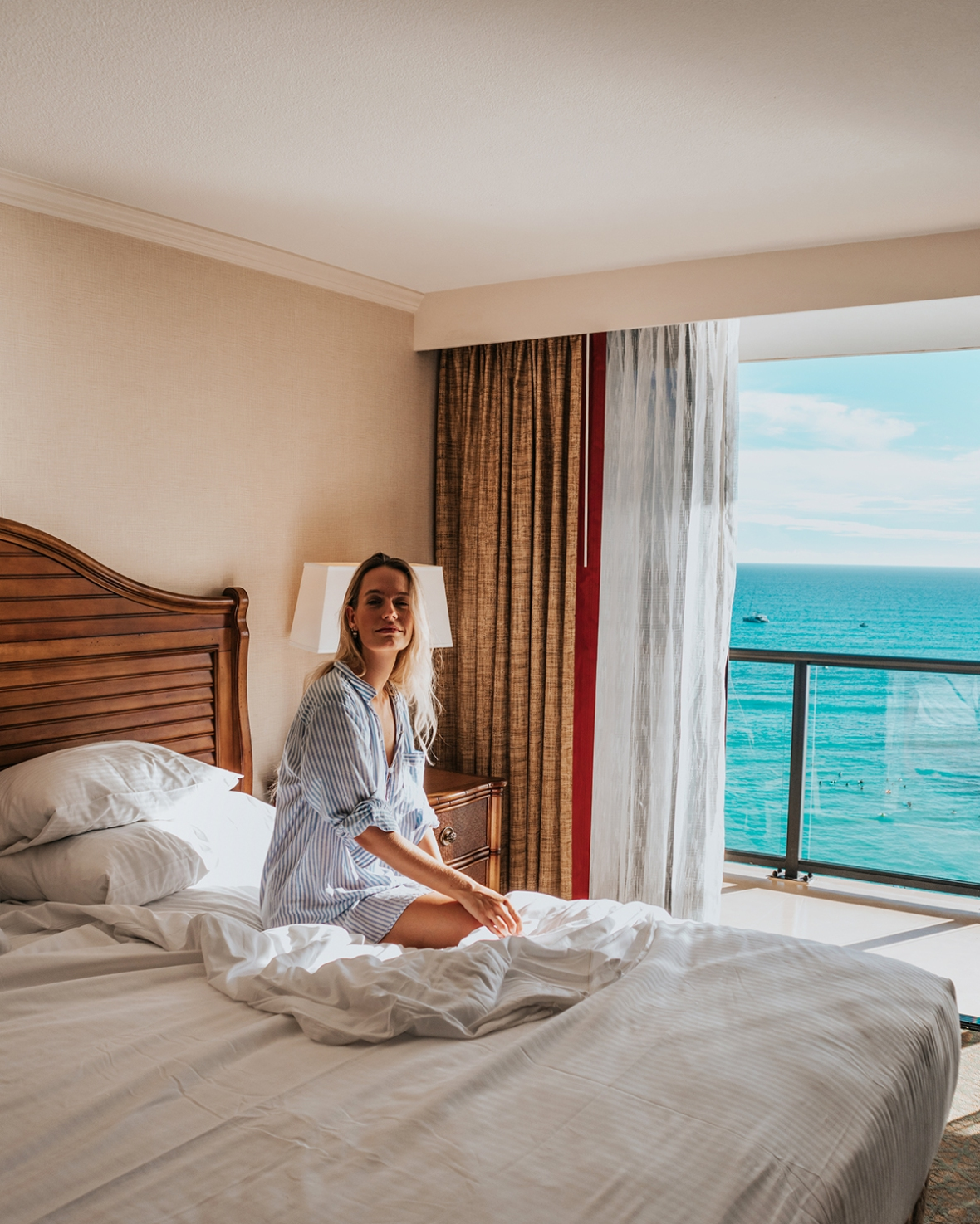 Review Outrigger Resort Waikiki Sunrise Shack lounge Merel